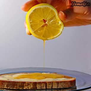 Limon diliminden bal akıyor.