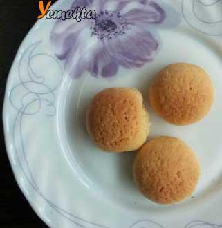 Resimdeki kurabiye, buzdolabında saklama koşulları yazısının görseli.