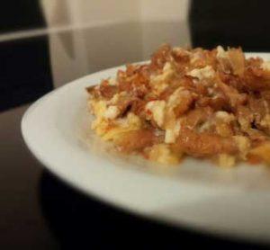 Sarıkız mantarı ve yumurta ile yapılmış nefis yumurtalı mantar yemeği görseli.