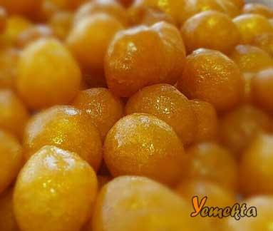 Ege Bölgesinin Yemek Kültürü içinde yer alan İzmir lokma tatlısı.