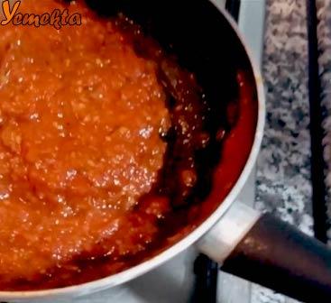 Tavada marinara sosu görseli. Sos hazır. Afiyet olsun.