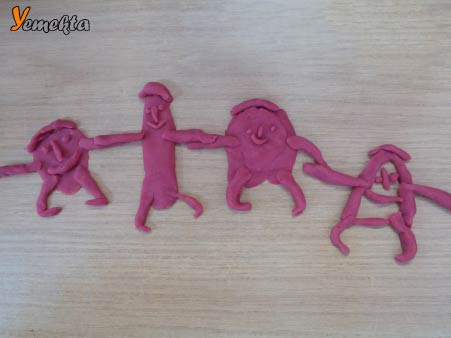 Oyun hamuru ile yapılan görseller - El ele tutuşmuş adamlar - Play dough funny men