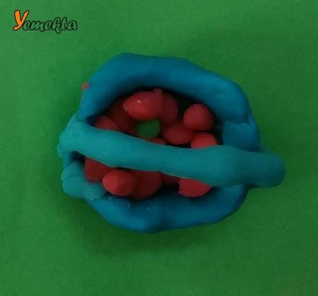 Oyun hamuru ile yapılan görseller - Çilek ve sepet - Play dough basket.