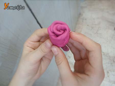 Oyun hamuru ile yapılan görseller - Oyun hamuru yapımı pembe gül -To make rose with play dough.