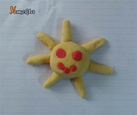 Oyun hamuru ile yapılan görseller - Gülen Güneş görseli.
