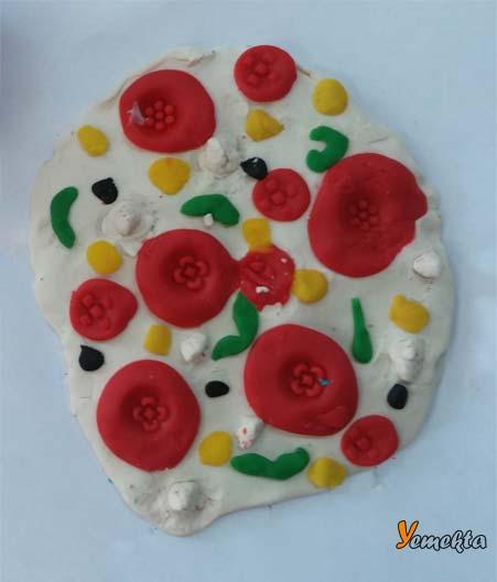 Oyun hamuru ile yapılan görseller ve şekiller - Karışık pizza görseli.