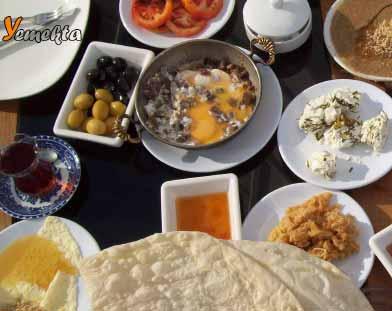 Resimdeki Van kahvaltısı, Doğu Anadolu Yemek Kültürü içerisinde yer alıyor.