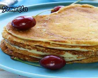 Resimdeki ev yapımı krepler, kahvaltılık krep tarifleri ile pişirilmiş.