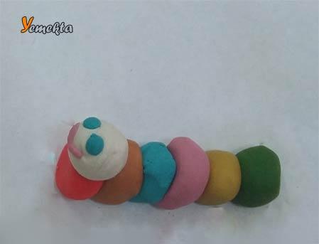 Oyun hamuru ile yapılan şekiller görseller - Tırtıl görseli - Play dough caterpillar.