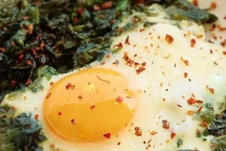 Marmara Bölgesinin Yemek Kültürü içerisinde yer alan ıspanaklı yumurta görseli.