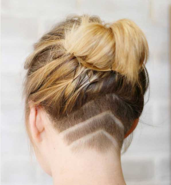 Kısa saç modelleri - Ensede şeritlere sahip kadın kısa saç görseli.