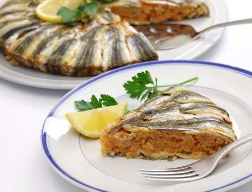 Karadeniz Bölgesi Yemek Kültürü içerisinde bulunan hamsili pilav yemeğine ait bir görsel.