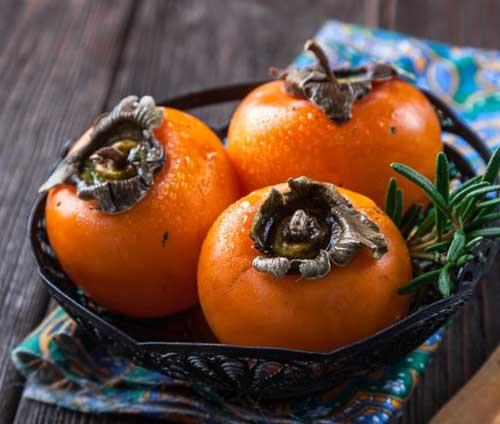 Karadeniz Bölgesi Yemek Kültürü içerisinde bulunan Trabzon hurması görseli.