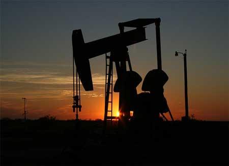 İş güvenliği uzmanı nasıl olunur - Resimdeki petrol çıkarma tesisinde uzman olmak için A sınıfı iş güvenliği uzmanlığı kursu gerektiriyor.