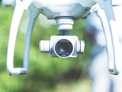 Drone ile para kazanmak için haberi yakalayın. Resimde drone kamerası var.