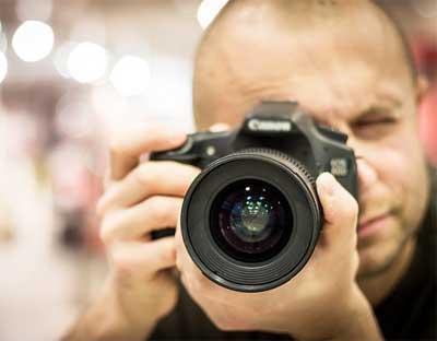 İnternetten Para Kazanma Yolları - Fotoğraf makinesi ve fotoğrafçı görselleri.