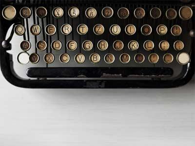Makale yazmak, internetten para kazanma yolları içerisinde bulunur - Klavye görseli.