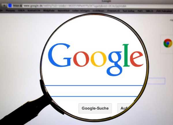 Google Reklam Verme yazısı için kullanılan bu resimde, Google arama çubuğu ve büyüteç görselleri var.