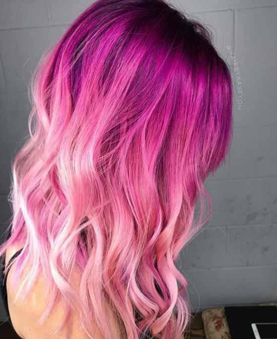 Ombre saç modelleri - Resimde ombre boyama tekniği ile lila renginden açık pembeye yumuşak geçiş sağlanmış, kadın kısa saçı görseli var.