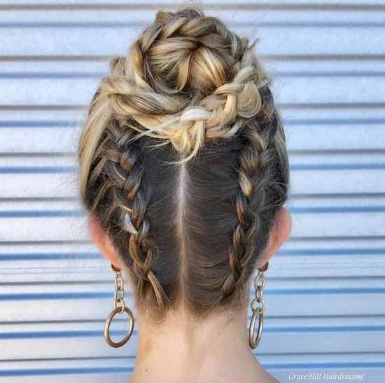 Ombre Saç Modelleri - Resimde, örgüler ile yapılmış topuz saç görseli var.