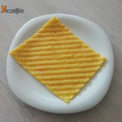 Tost Yapımı için kullanılan resimde, servise hazır; pişmiş tost var.