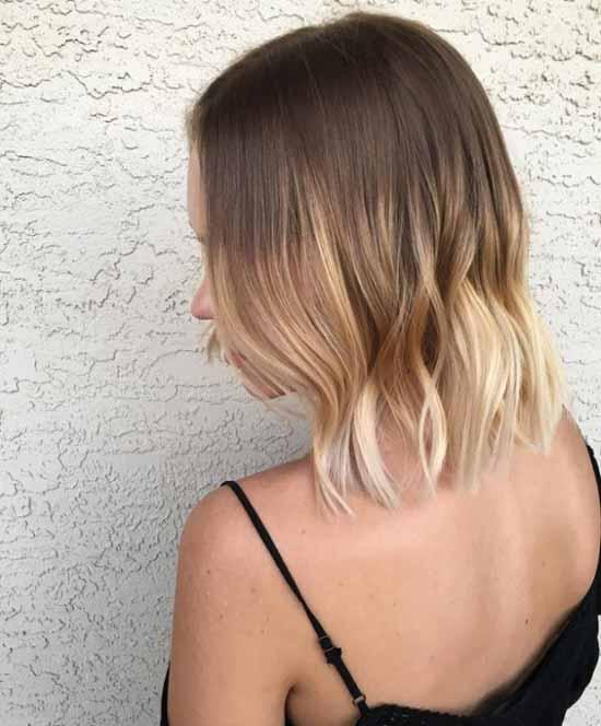 Ombre saç modelleri için kullanılan resimde ombre boyama tekniği ile koyudan açık renk tonuna giden kısa saç görseli var.