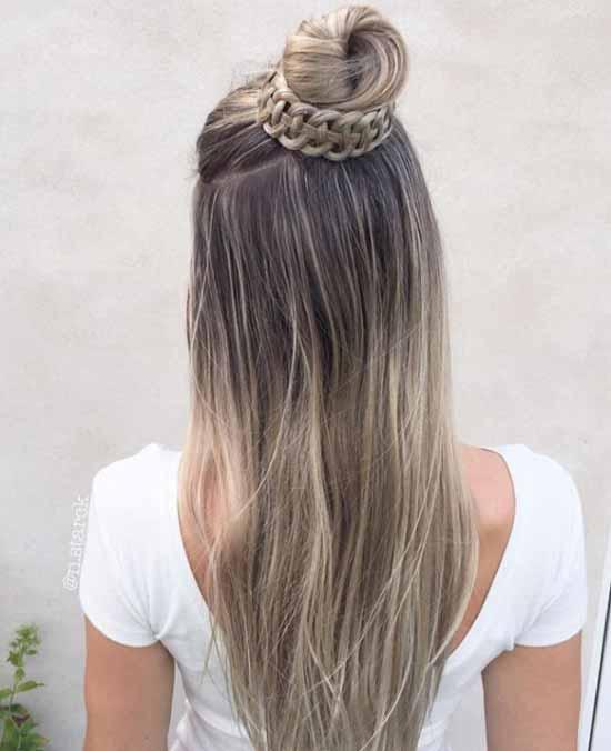 Ombre saç modelleri - Resimde, ombre boyama tekniği uygulanarak kahverengi ve sarı renk tonlarına boyanmış, uzun, düz ve örgü topuzlu kadın saçı görseli var.