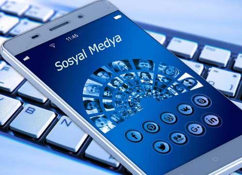 YKS Bilgi Edinme YÖK iletişim YÖK Telefon - Resimde, öğrencilerin YKS hakkında bilgi alabilecekleri sosyal medya platformları, cep telefonu ve bilgisayar görselleri var.