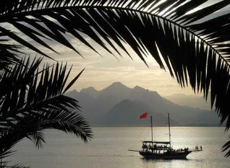 Akdeniz bölgesi yemek kültürü içerisinde büyük paya sahip Antalya ilinden bir deniz manzarası.