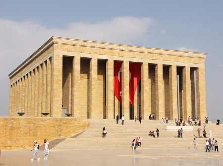 İç Anadolu Bölgesi Yemek Kültürü - Resimde İç Anadolu Bölgesinde yer alan başkent Ankara'da bulunan Anıtkabir görseli var.