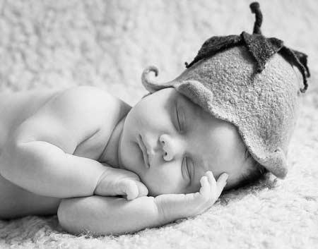 Hamilelik hesaplama için kullanılan resimde, kız bebek görseli var.