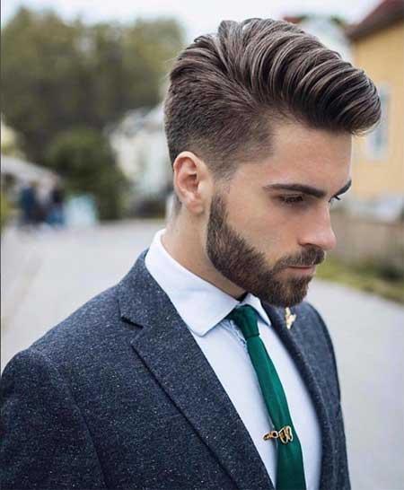 Erkek Saç Modelleri 2019 yazısı için kullanılan resimde, orta boy, modern saç stiline sahip, kirli sakallı bir erkek var.